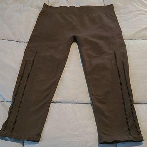 Fabletics seamless perforated capri leggings m